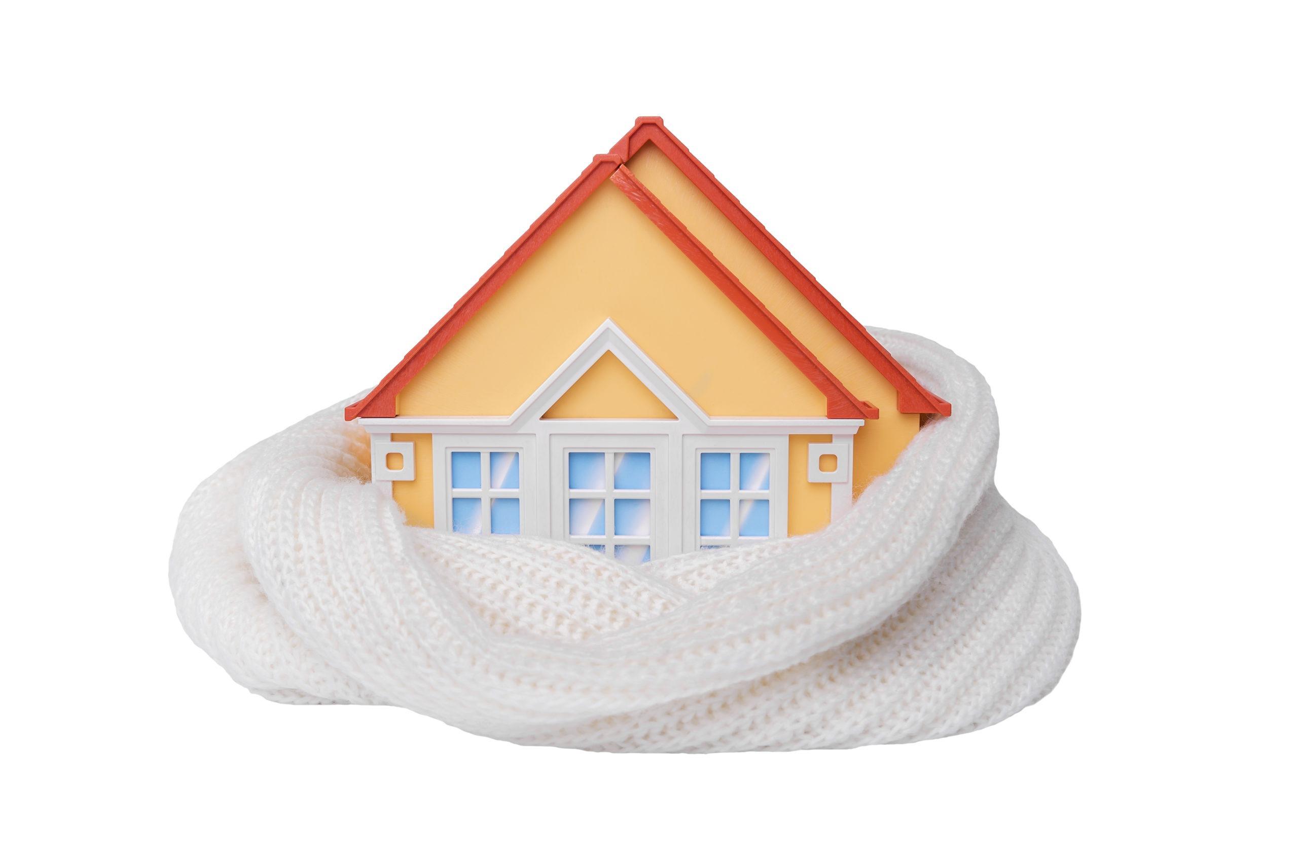 Dom je peine zabalený v šáli.